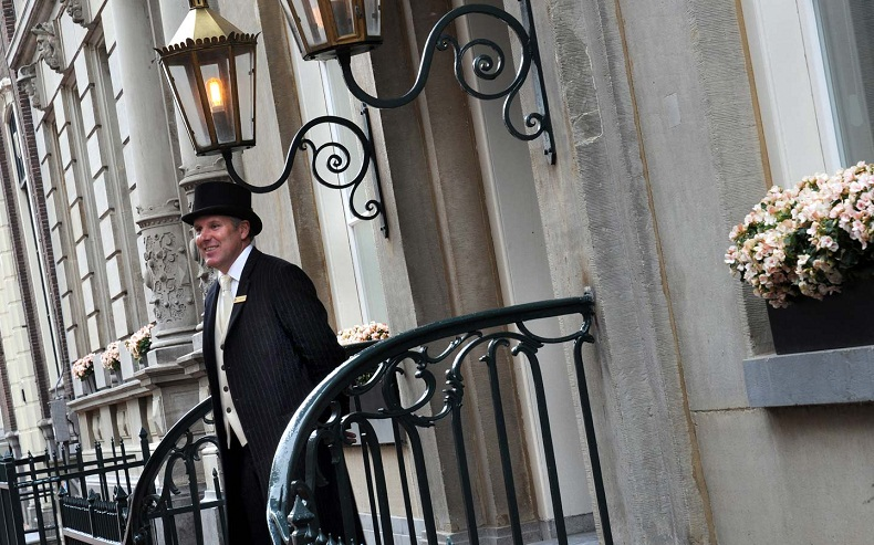 All business listings submitted with a list of hotels and Resorts, city guides, attractions, restaurants, shopping, tour, SPA and all you need to know.  Amsterdam - City Guide doorman 2